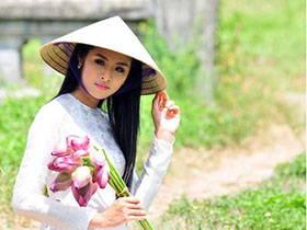 越南新娘偕夫賣碗粿當選新住民模範母親