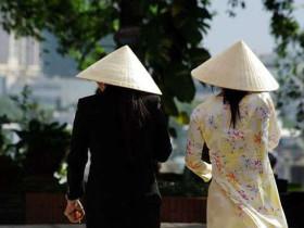 越南新娘的旗袍(長衫)和斗笠