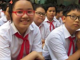 越南學校操場當成考場保持距離防弊